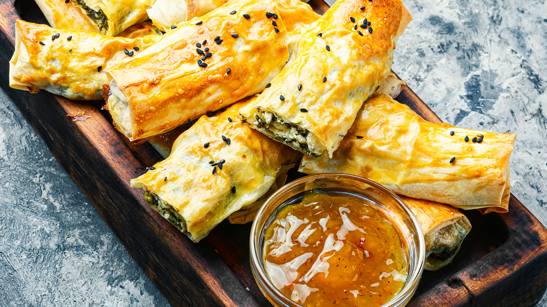 saag pastry puffs